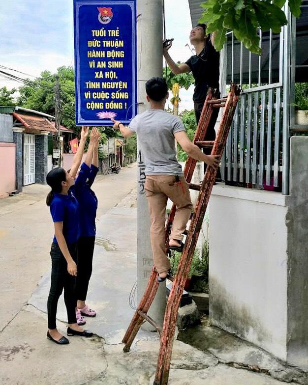 Treo pano ở ngõ 338, đường Nguyễn Ái Quốc