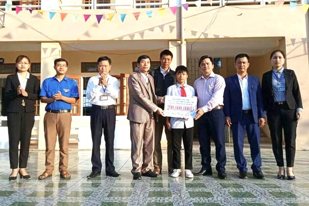 200 triệu đồng giúp đỡ gia đình em Kiều Hưng - Trường THCS Trung Lương gặp hoạn nạn