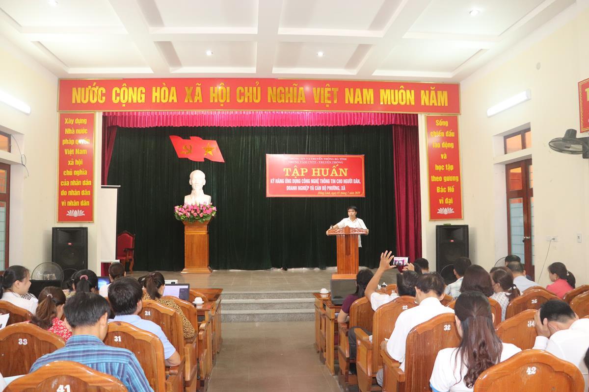 Thị xã Hồng Lĩnh: Tập huấn kỹ năng ứng dụng CNTT cho người dân, doanh nghiệp và cán bộ các phường xã