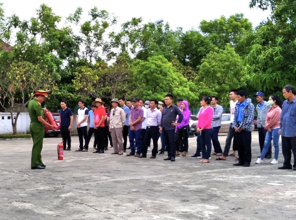 Huấn luyện nghiệp vụ phòng cháy chữa cháy và cứu nạn cứu hộ cho cán bộ Ngân hàng TMCP Ngoại thương Việt Nam - Chi nhánh Bắc Hà Tĩnh